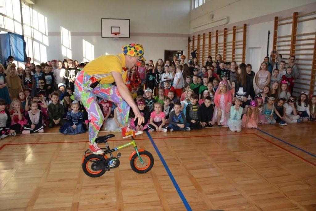 klaun na bal karnawałowy
